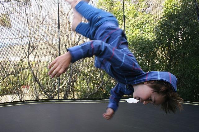 chlapec, nohy vzhůru, skok