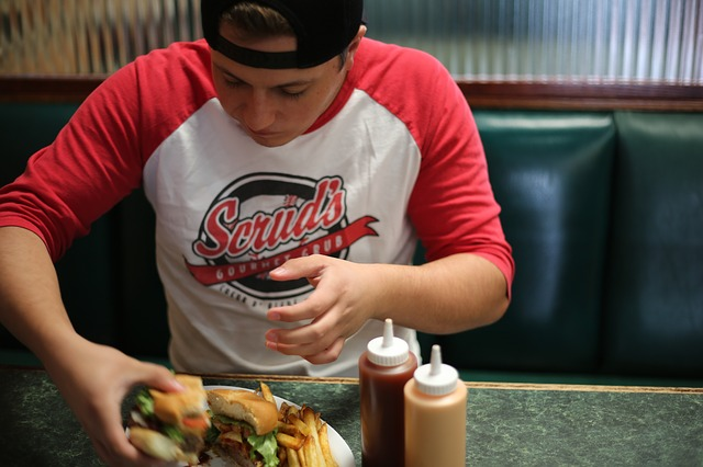jídlo ve fast foodu