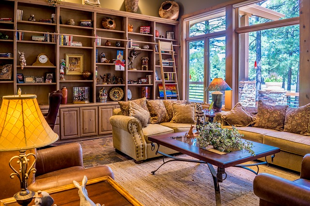 obývací pokoj se stěnou