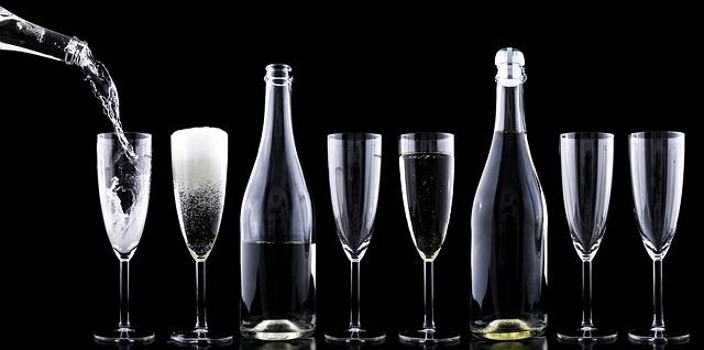 skleničky a champaňské